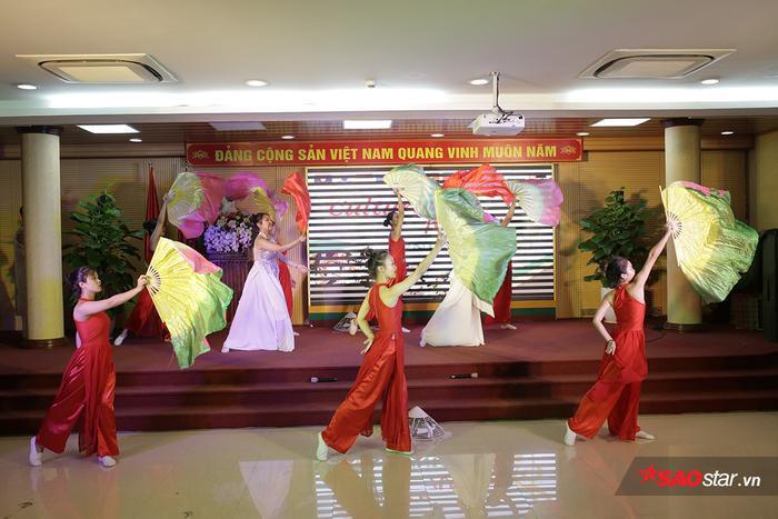 Học viện Nông nghiệp Việt Nam chiêu đãi tân sinh viên bằng bữa tiệc văn hóa từ Á sang Âu ảnh 3