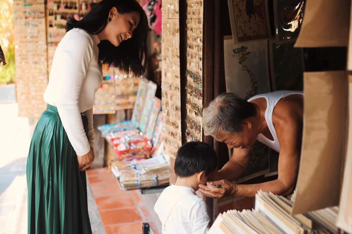 Ngọc Lan coi trọng việc giáo dục con từ những điều nhỏ trong cuộc sống.