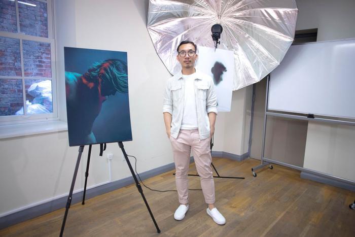Minh Đức tại triển lãm ảnh LGBT do chính anh thực hiện tổ chức tại New York vào tháng 6/2019 vừa qua.