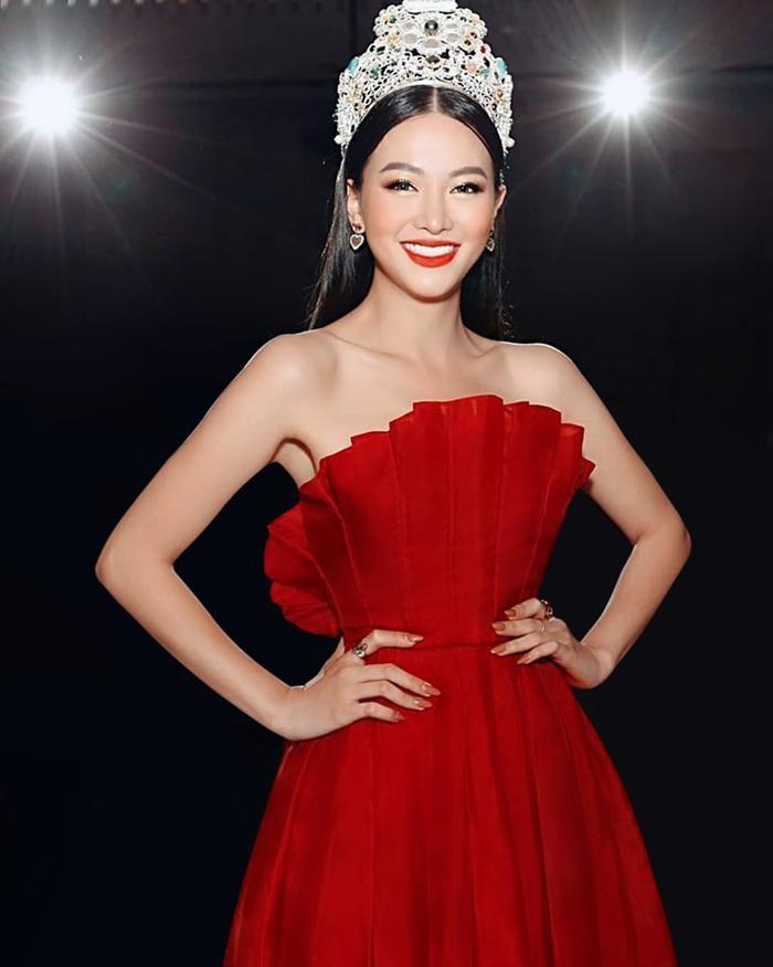 NTK Trần Hùng đem BST lên sàn diễn tại London Fashion Week 2019 ảnh 10