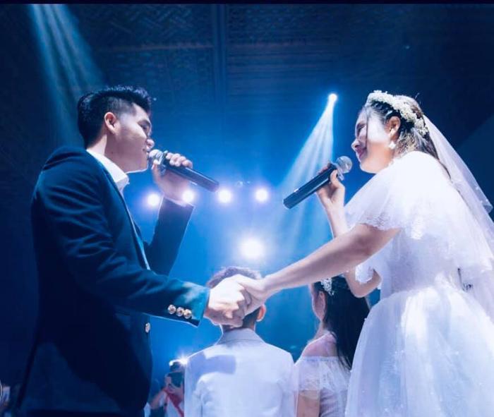 Khoảnh khắc hạnh phúc của Lê Phương và Trung Kiên trong đám cưới của cả hai