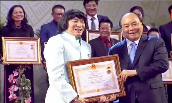 Lễ trao tặng danh hiệu NSND  NSƯT lần thứ 9: Nghệ sĩ Trần Hạnh nghẹn ngào; Trung Anh, Công Lý rạng rỡ trong hạnh phúc ảnh 6