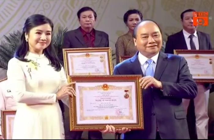 Nghệ sĩ Thu Hà được phong tặng NSND