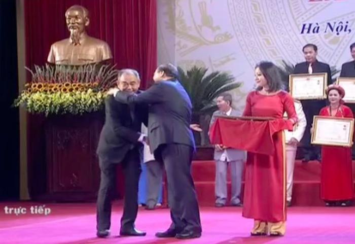Lễ trao tặng danh hiệu NSND  NSƯT lần thứ 9: Nghệ sĩ Trần Hạnh nghẹn ngào; Trung Anh, Công Lý rạng rỡ trong hạnh phúc ảnh 8