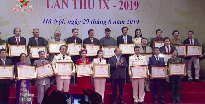 Lễ trao tặng danh hiệu NSND  NSƯT lần thứ 9: Nghệ sĩ Trần Hạnh nghẹn ngào; Trung Anh, Công Lý rạng rỡ trong hạnh phúc ảnh 23