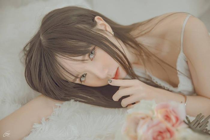 Hà Thảo Linh - cô nàng sinh viên năm 3 trường Đại học Luật Hà Nội đang gây sốt cộng đồng game thủ với vẻ đẹp đáng yêu nhưng cũng không kém phần lanh lợi.