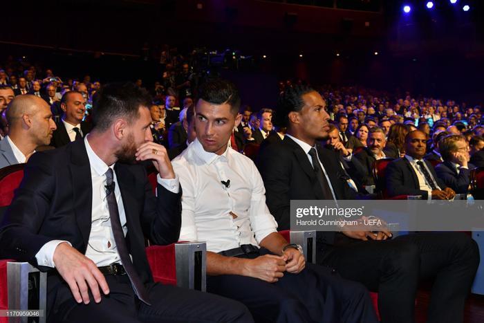 Ronaldo, Messi và Van Dijk là 3 ứng viên cho danh hiệu Cầu thủ xuất sắc nhất năm của UEFA.