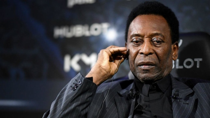Pele chưa bao giờ thôi khẩu chiến với Maradona.