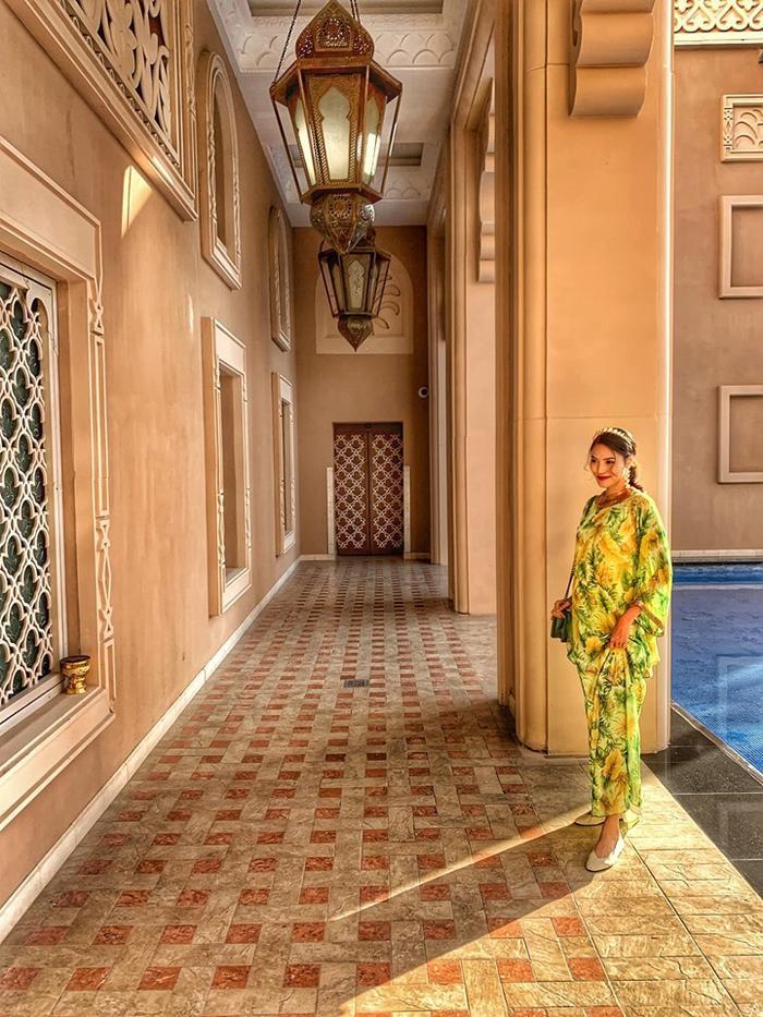 Có vẻ nàng siêu mẫu rất thích chuyến đi này nên cô còn hứa hẹn rằng cuối chuyến đi sẽ chia sẻ sâu hơn về đi Dubai nên đi đâu, ăn gì, tham gia hoạt động gì cho mọi người
