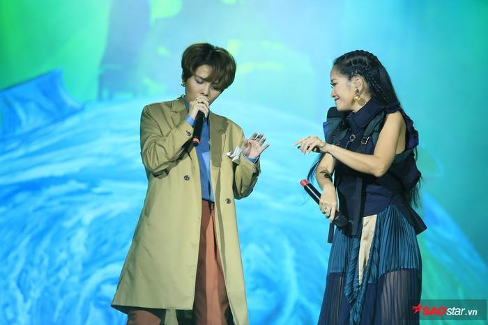 Vũ Cát Tường hội ngộ vị HLV tại The Voice 2013 – Diva Hồng Nhung.