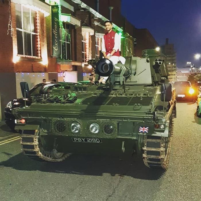 Chiếc xe tăng được sử dụng khi rước dâu.