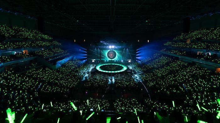 Sân khấu hình tròn lại dễ tương tác với fan hâm mộ