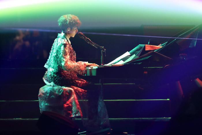 Vương Nguyên trong concert đã đem lại một cảm giác mới cho khán giả