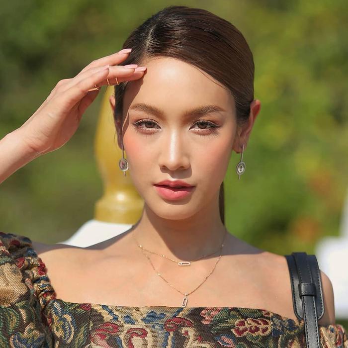 Min Pechaya nổi bật tại thảm đỏ liên hoan phim Venice với trang phục được thiết kế dành riêng cho cô đến từ thương hiệu Etro ảnh 5