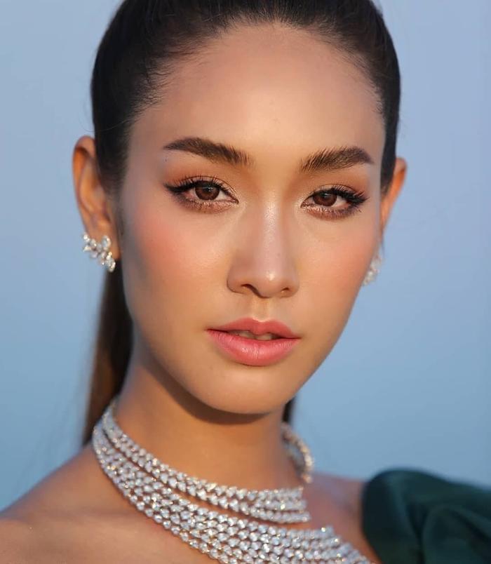 Min Pechaya nổi bật tại thảm đỏ liên hoan phim Venice với trang phục được thiết kế dành riêng cho cô đến từ thương hiệu Etro ảnh 9