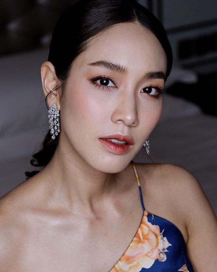 Min Pechaya nổi bật tại thảm đỏ liên hoan phim Venice với trang phục được thiết kế dành riêng cho cô đến từ thương hiệu Etro ảnh 6