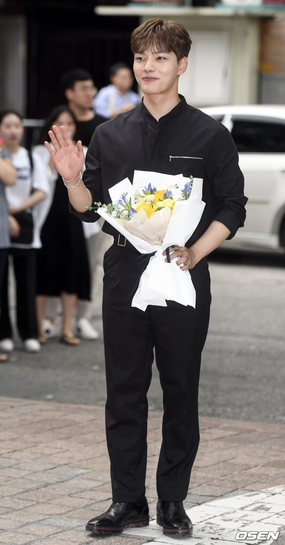 Yeo Jin Goo  IU và P.O rạng rỡ tại tiệc liên hoan kết phim Hotel Del Luna ảnh 1