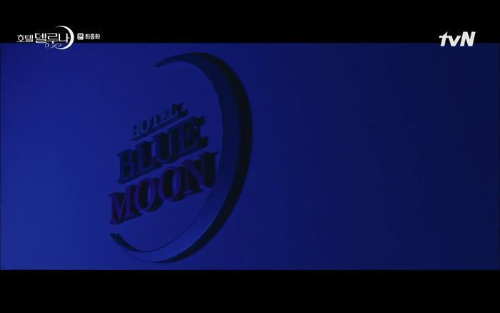 Khách sạn ánh trăng đổi tên thành Blue Moon thay vì Del Luna như cũ.