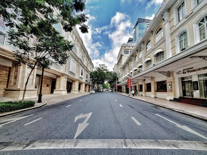 Đường Đồng Khởi vắng hẳn sự nhộn nhịp mua bán ngày thường.