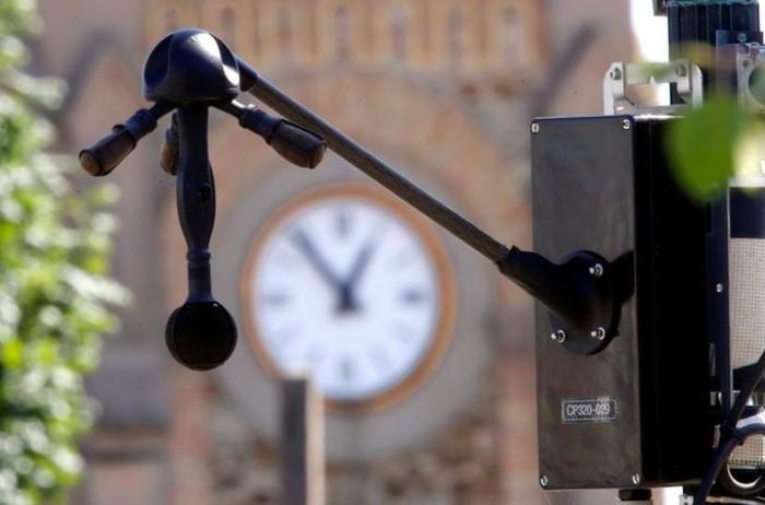 """Một hệ thống """"radar tiếng ồn"""" xuất hiện gần sân bay Orly, Paris. (Ảnh: Reuters)"""