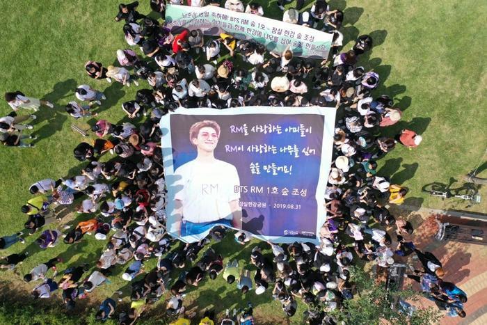 Fan của RM (BTS) đã trồng rừng để làm quà sinh nhật cho anh chàng.