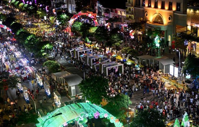 Phố đi bộ Nguyễn Huệ là điểm vui chơi lý tưởng trong ngày Tết Trung thu. (Ảnh: Internet)