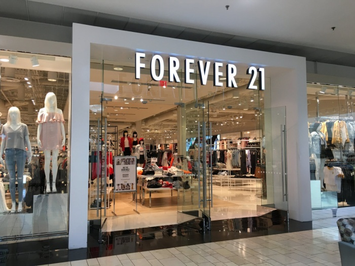 Chưa xử lý xong lùm xùm phá sản, Forever 21 tiếp tục hứng 'sao quả tạ' với đơn kiện 10 triệu đô từ Ariana Grande ảnh 0