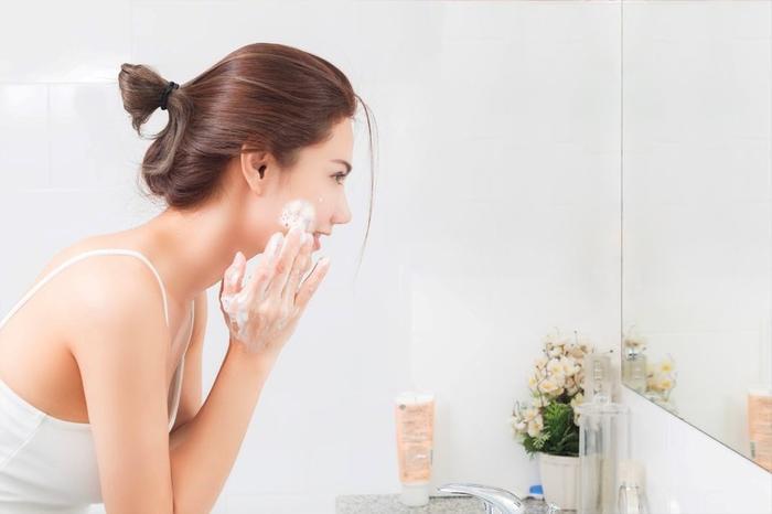 Làm sạch da mặt là bước đầu tiên và quan trọng trong chăm sóc da