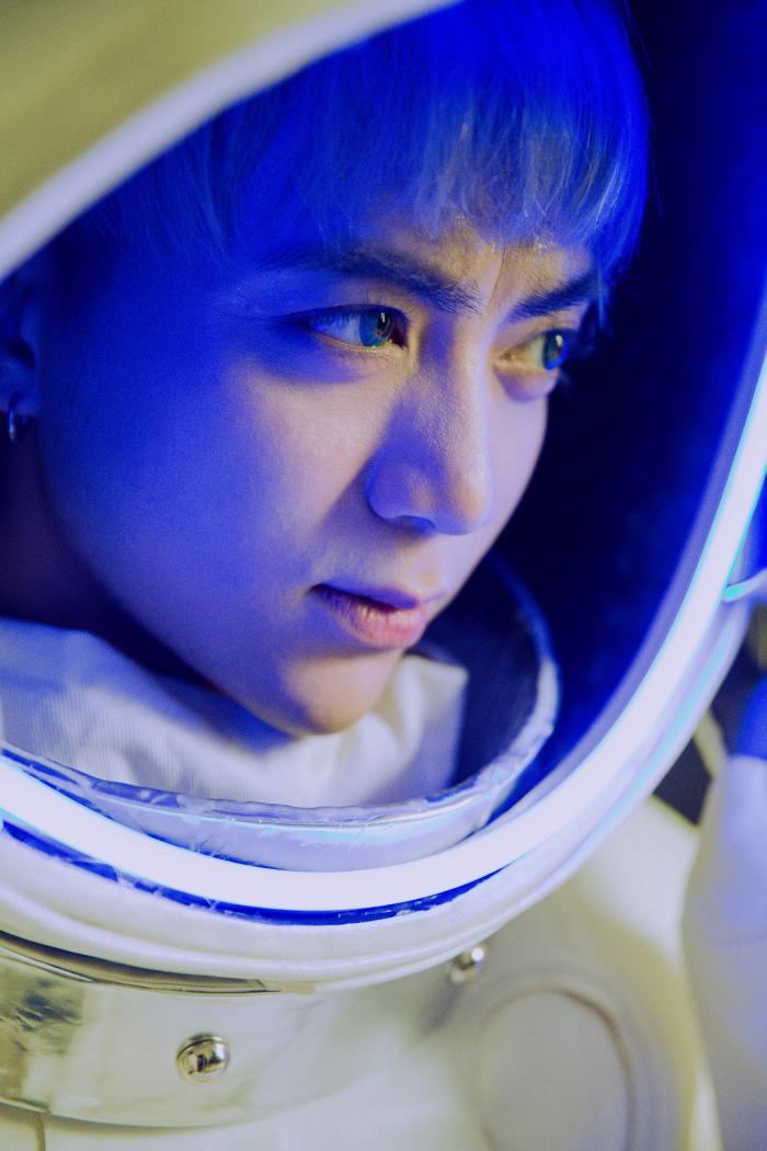 MV Say Goodbye với sự xuất hiện của nhiều những nhân vật đặc biệt.