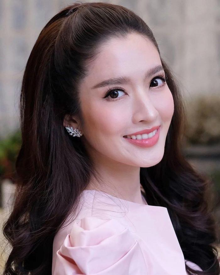 Trở lại màn ảnh sau nhiều năm vắng bóng, nữ diễn viên xinh đẹp Aff Taksaorn sẽ hợp tác cùng đài ONE 31 cho phim truyền hình mới ảnh 10