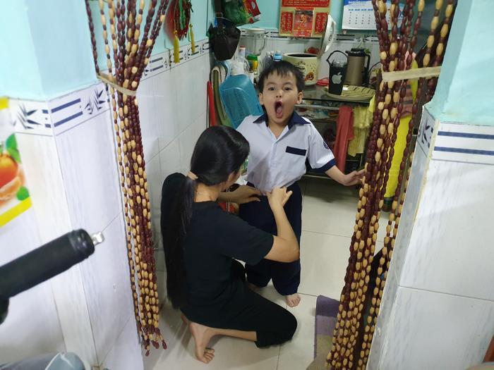 Những đứa trẻ trong ca sinh 5 đầu tiên của Việt Nam dự khai giảng bước vào lớp 1 ảnh 16
