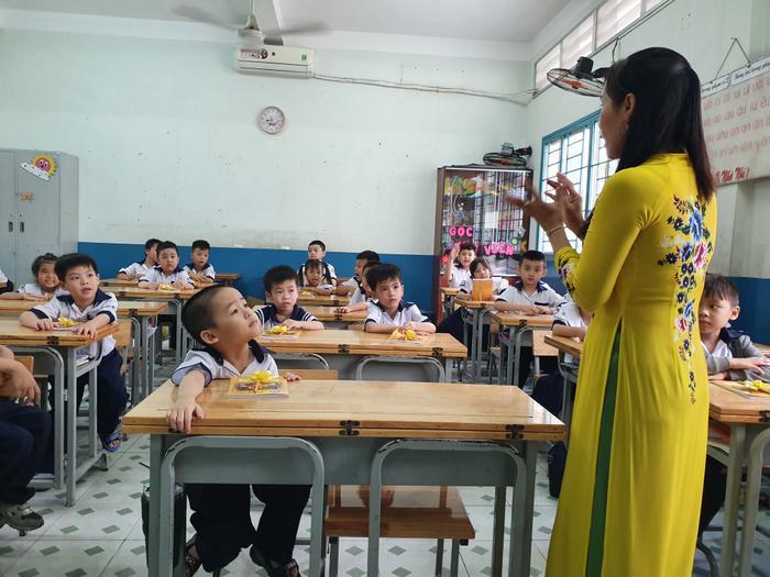 Những đứa trẻ trong ca sinh 5 đầu tiên của Việt Nam dự khai giảng bước vào lớp 1 ảnh 7