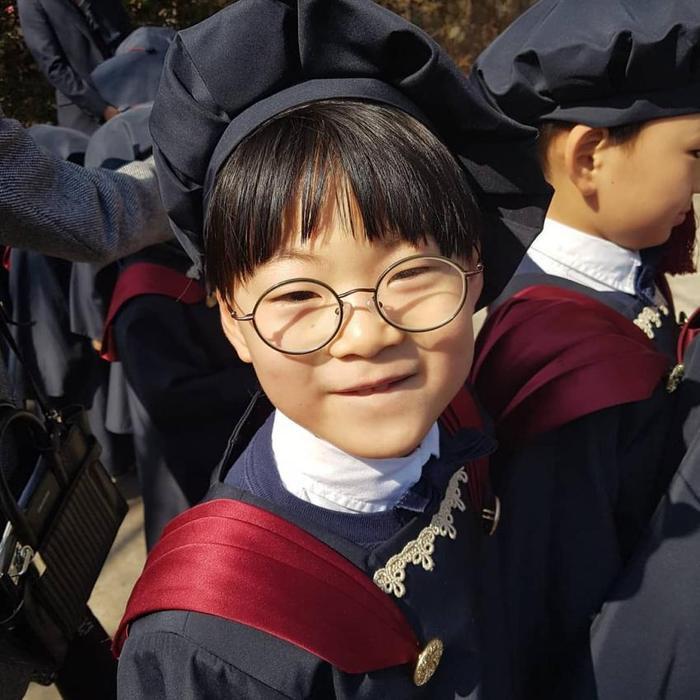 Daehan  Minguk và Manse trưởng thành, rạng rỡ tại lễ tốt nghiệp mẫu giáo ảnh 2