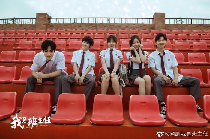 Phim web-drama Tôi là chủ nhiệm lớp tung poster có Vương Tuấn Khải, Quan Hiểu Đồng tham gia đóng ảnh 12