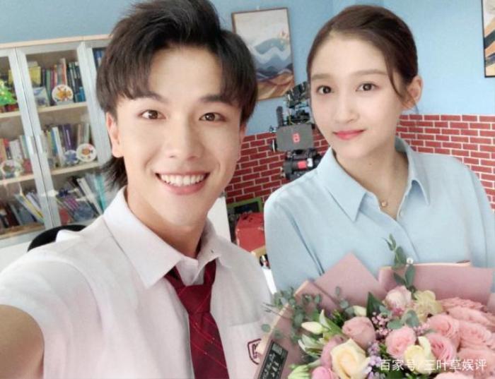 Phim web-drama Tôi là chủ nhiệm lớp tung poster có Vương Tuấn Khải, Quan Hiểu Đồng tham gia đóng ảnh 6