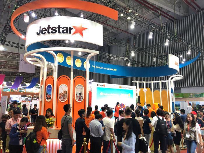 Gian hàng chung giữa Jetstar và Vietnam Airlines tại ITE nhận được sự quan tâm của đông đảo hành khách.