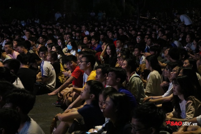 Gương mặt sinh viên nào cũng hào hứng, hy vọng đội tuyển Việt Nam giành chiến thắng