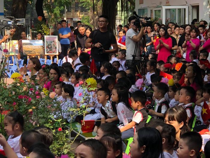 Chí Nhân bất ngờ đăng tải ảnh có mặt Thu Quỳnh trong lễ khai giảng của con trai, nhưng đã vội xoá đi ảnh 2