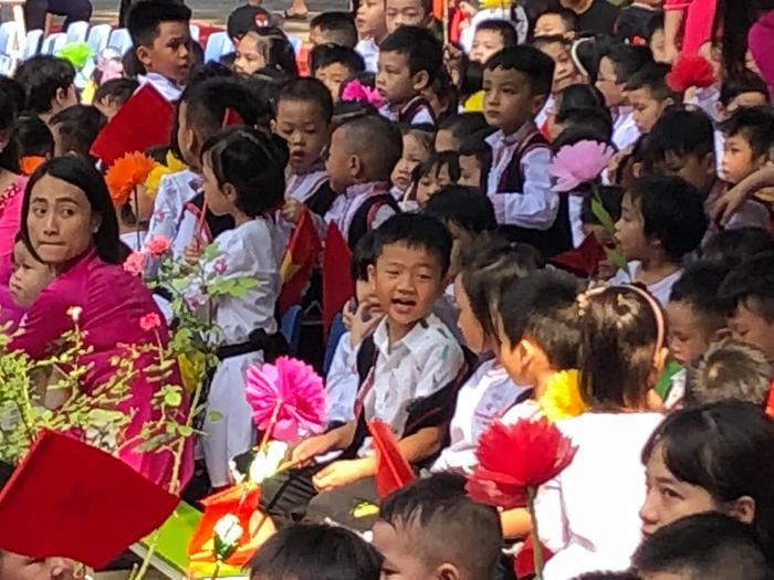 Chí Nhân bất ngờ đăng tải ảnh có mặt Thu Quỳnh trong lễ khai giảng của con trai, nhưng đã vội xoá đi ảnh 1