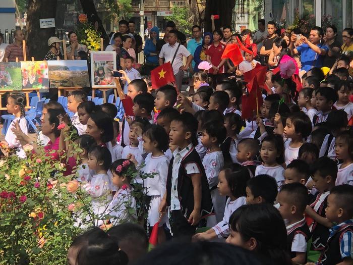 Chí Nhân bất ngờ đăng tải ảnh có mặt Thu Quỳnh trong lễ khai giảng của con trai, nhưng đã vội xoá đi ảnh 3