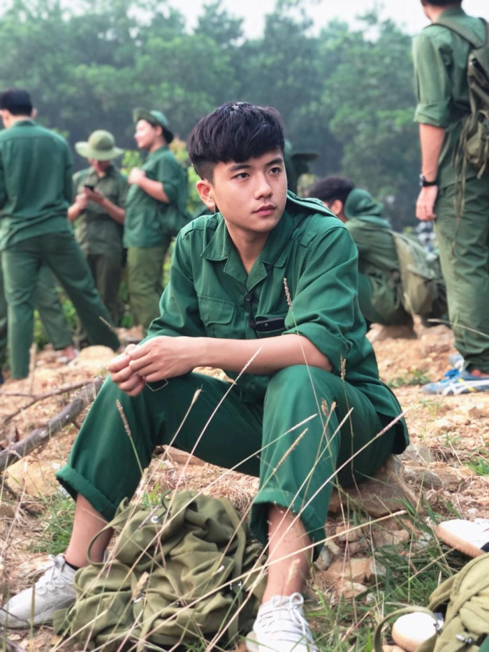 Vẻ thư sinh của Việt Hoàng