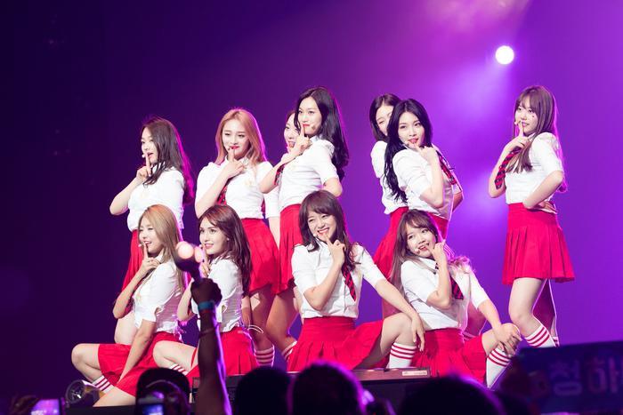 I.O.I hoãn lịch comeback sang tận cuối năm vì công ty chủ quản muốn nhóm tái hợp với 11 thành viên.