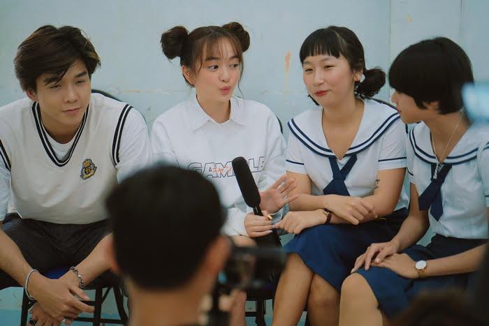 Kaity Nguyễn, Trang Hý và Soho háo hức về trường cũ của Trịnh Thảo dự lễ khai giảng.