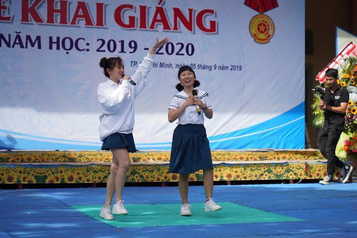 Trang Hý, Kaity Nguyễn hào hứng chia sẻ kỉ niệm khi còn ngồi ghế nhà trường.