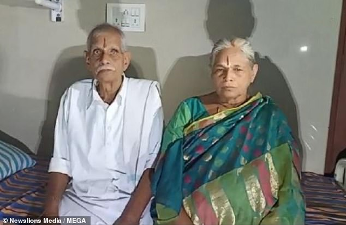 BàErramatti Mangayamma và chồng có con sau 60 năm chờ đợi.