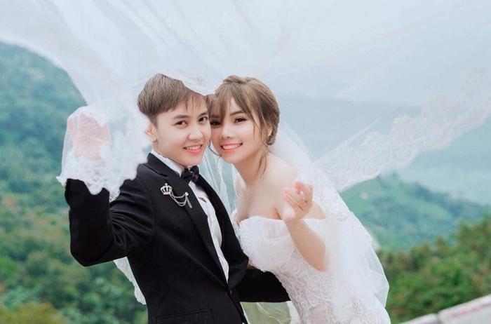 Tomboy Tô Trần Di Bảo và Múi Xù chính thức trở thành vợ chồng hợp pháp tại Mỹ và tổ chức đám cưới vào ngày 27/5/2019.