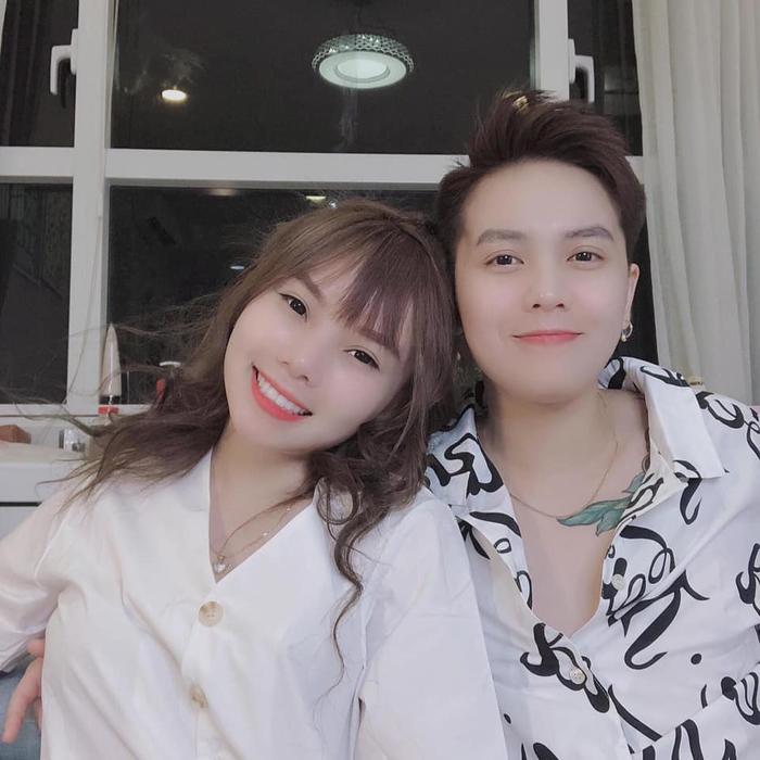 Kỷ niệm 1 năm ngày cưới, hot LGBT Tô Trần Di Bảo tung clip ghi lại những khoảnh khắc đậm chất ngôn tình với vợ đồng giới ảnh 4