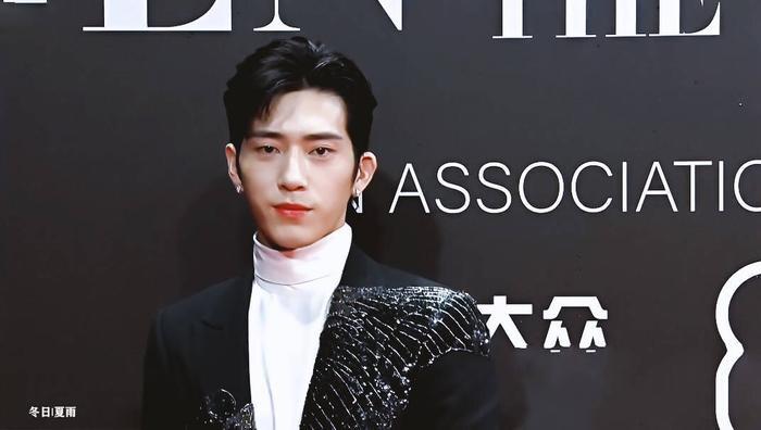 Lý Dịch Phong  Vương Nhất Bác, Lý Hiện cùng loạt nam thần đổ bộ thảm đỏ GQ Men Of The Year Awards 2019 ảnh 17