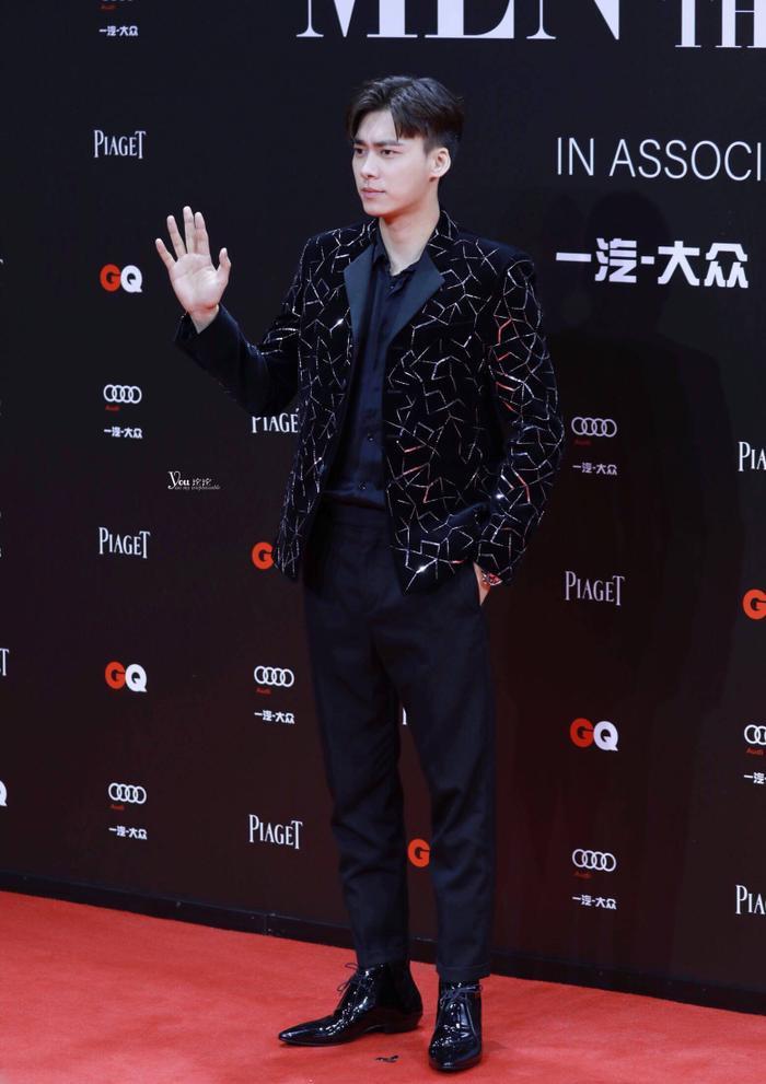 Lý Dịch Phong  Vương Nhất Bác, Lý Hiện cùng loạt nam thần đổ bộ thảm đỏ GQ Men Of The Year Awards 2019 ảnh 5