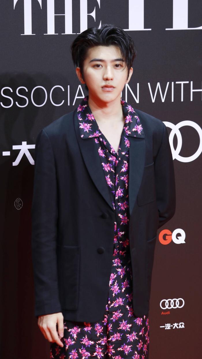 Lý Dịch Phong  Vương Nhất Bác, Lý Hiện cùng loạt nam thần đổ bộ thảm đỏ GQ Men Of The Year Awards 2019 ảnh 7